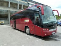 nowoczesny czerwony autokar